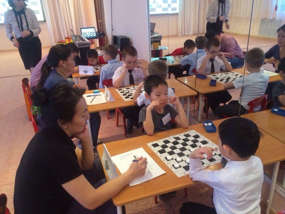 Юные шашисты Губинского округа