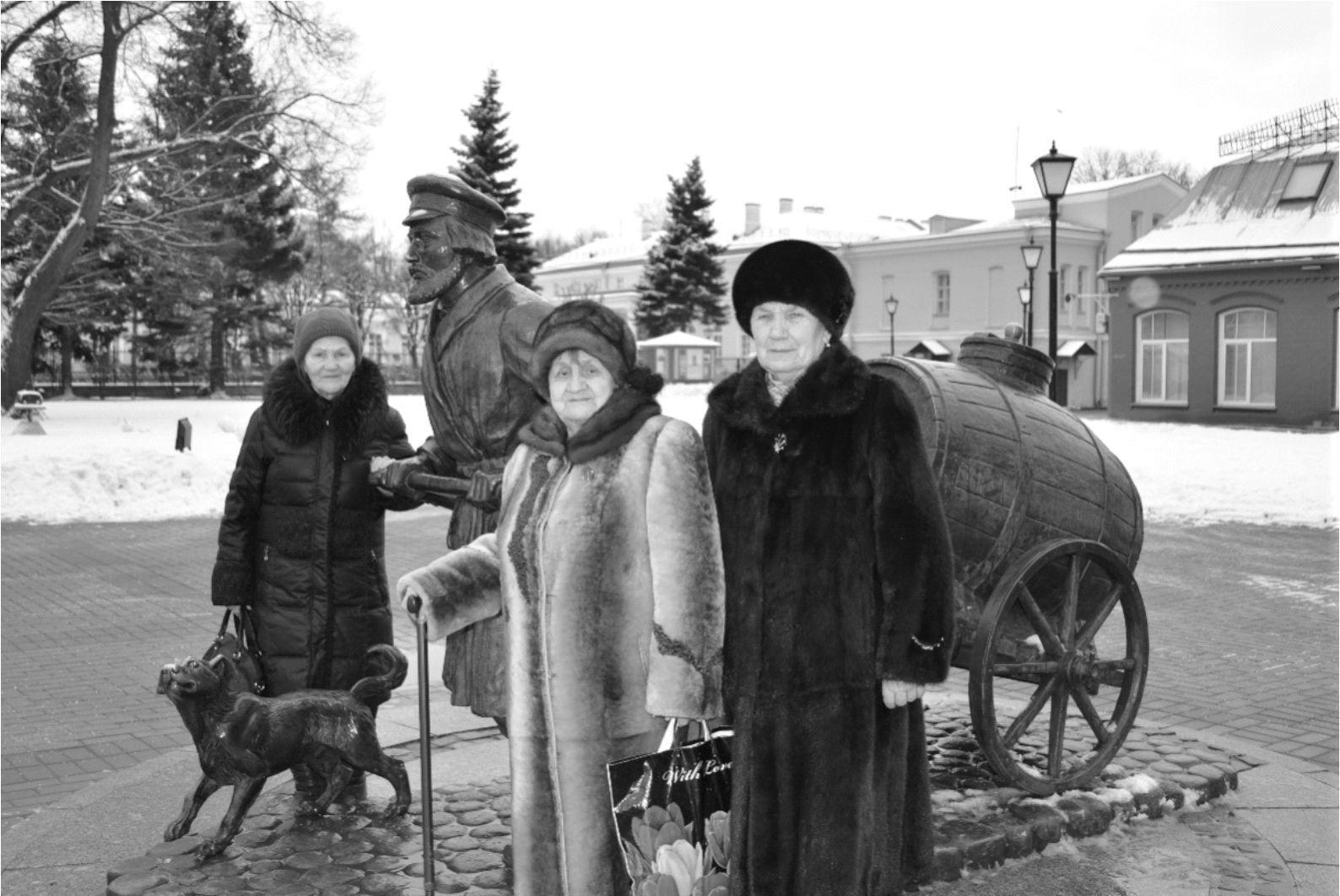 Ветеранов-блокадников свозили в Петербург