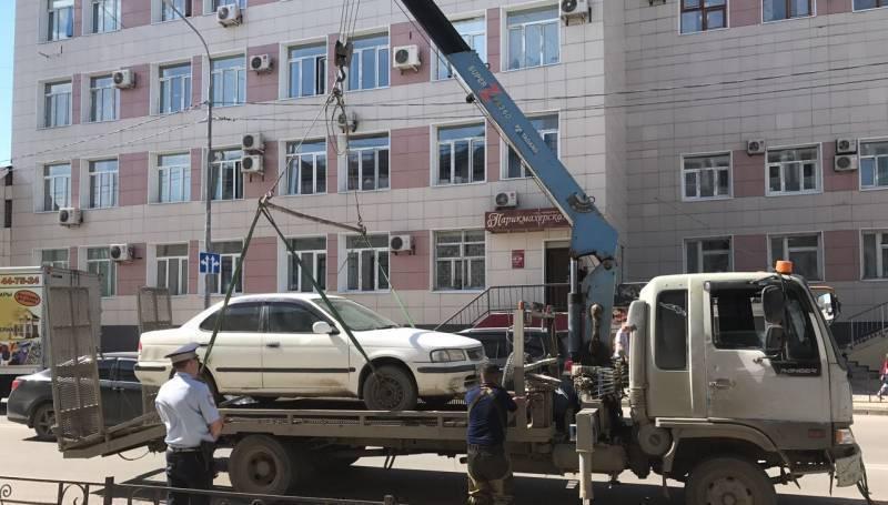 По настоянию Гордумы на улицах Якутска заработал эвакуатор