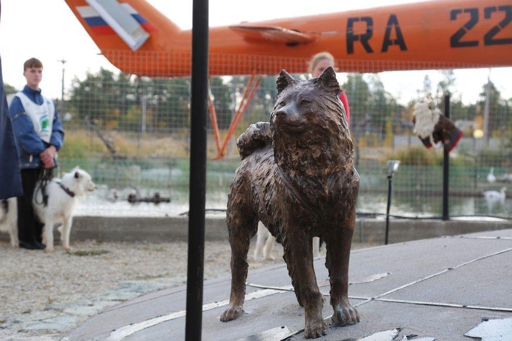 Памятник якутской лайке пополнился новой скульптурой