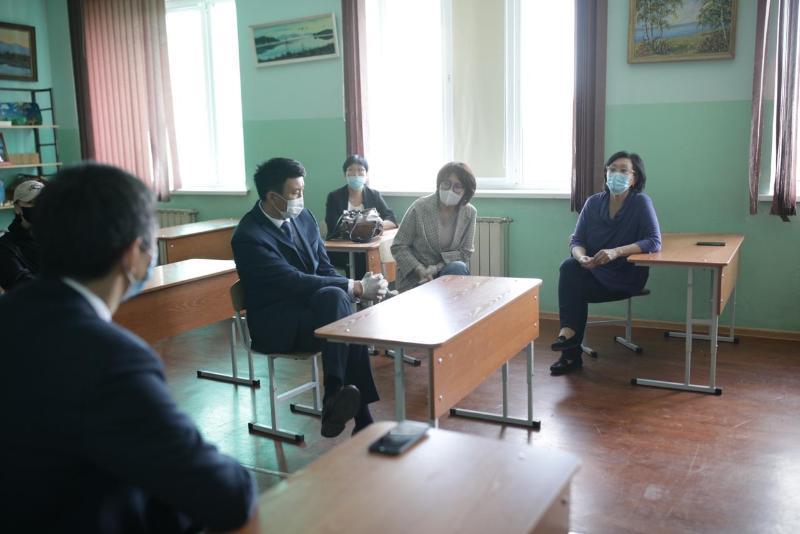 Сардана Авксентьева проверила  подготовку школ к ЕГЭ