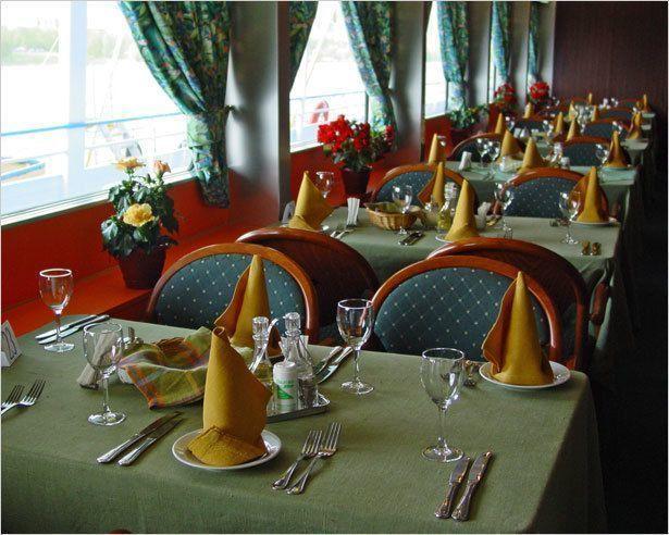 Ресторан делают посетители