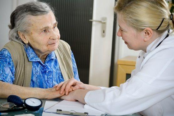Агрессивных родственников не пустят к пожилым пациентам