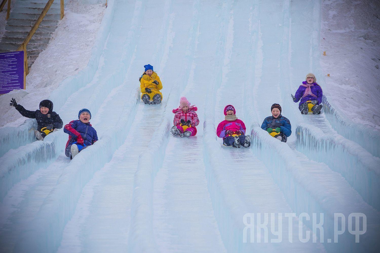 Ледовый городок принял учащихся интерната