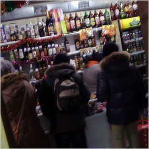Кто продает алкоголь детям?