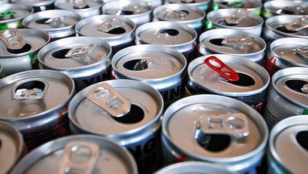 В Госдуме поддержали запрет на продажу энергетиков детям
