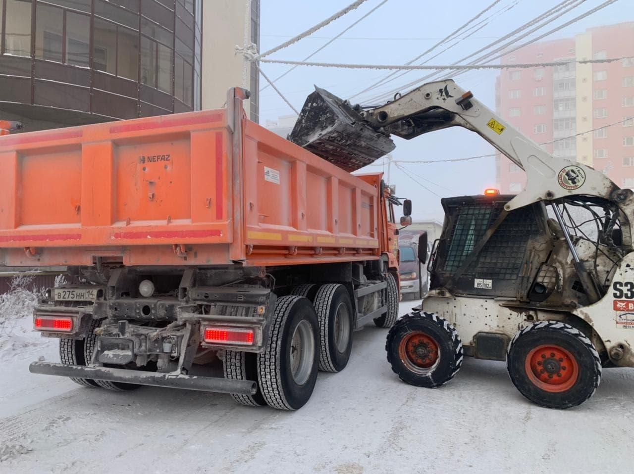 «Якутдорстрой»: снегоуборка идет с опережением графика на два дня