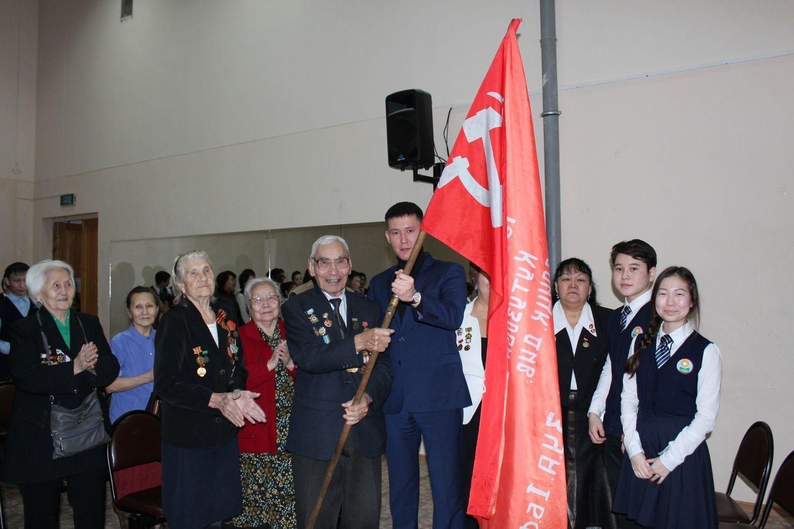 Октябрьский округ принял эстафету «Знамя Победы»