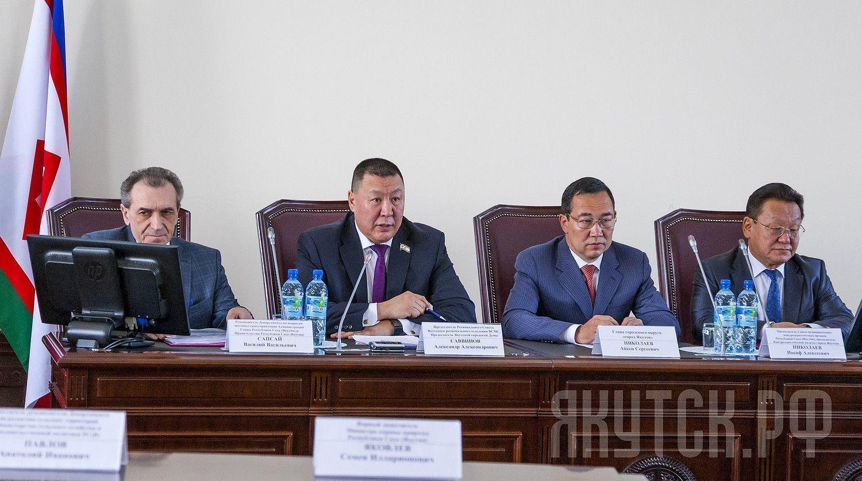 Айсен Николаев выступил перед  представителями местного самоуправления  республики