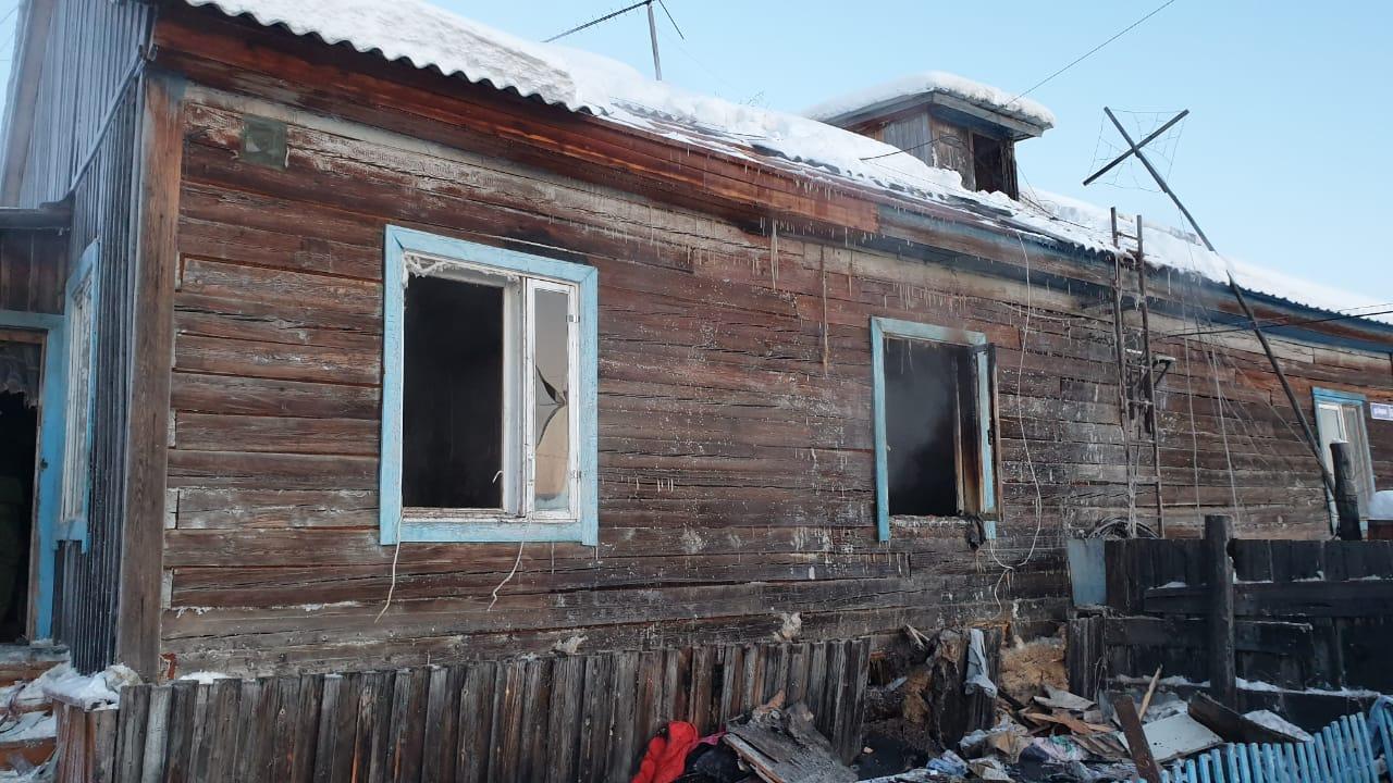 Двое детей погибли при пожаре в Магане