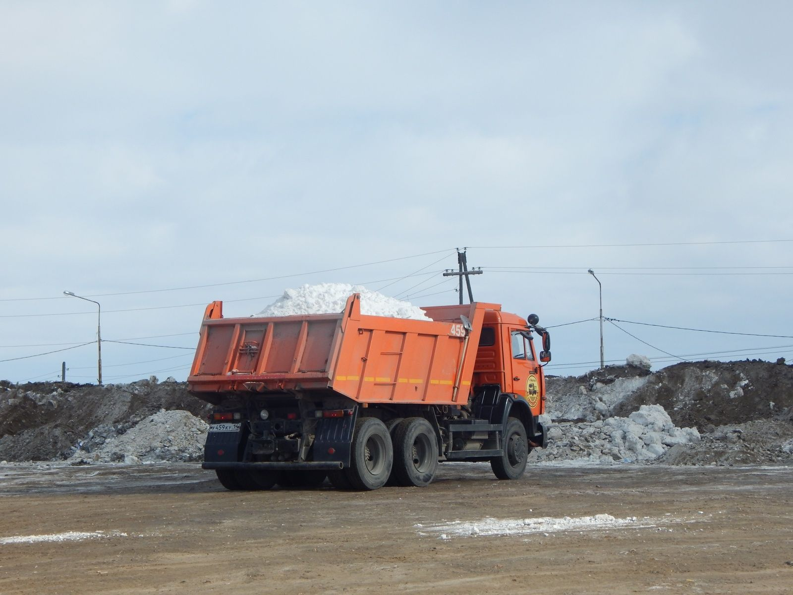 В Якутске вывозят лишний снег?