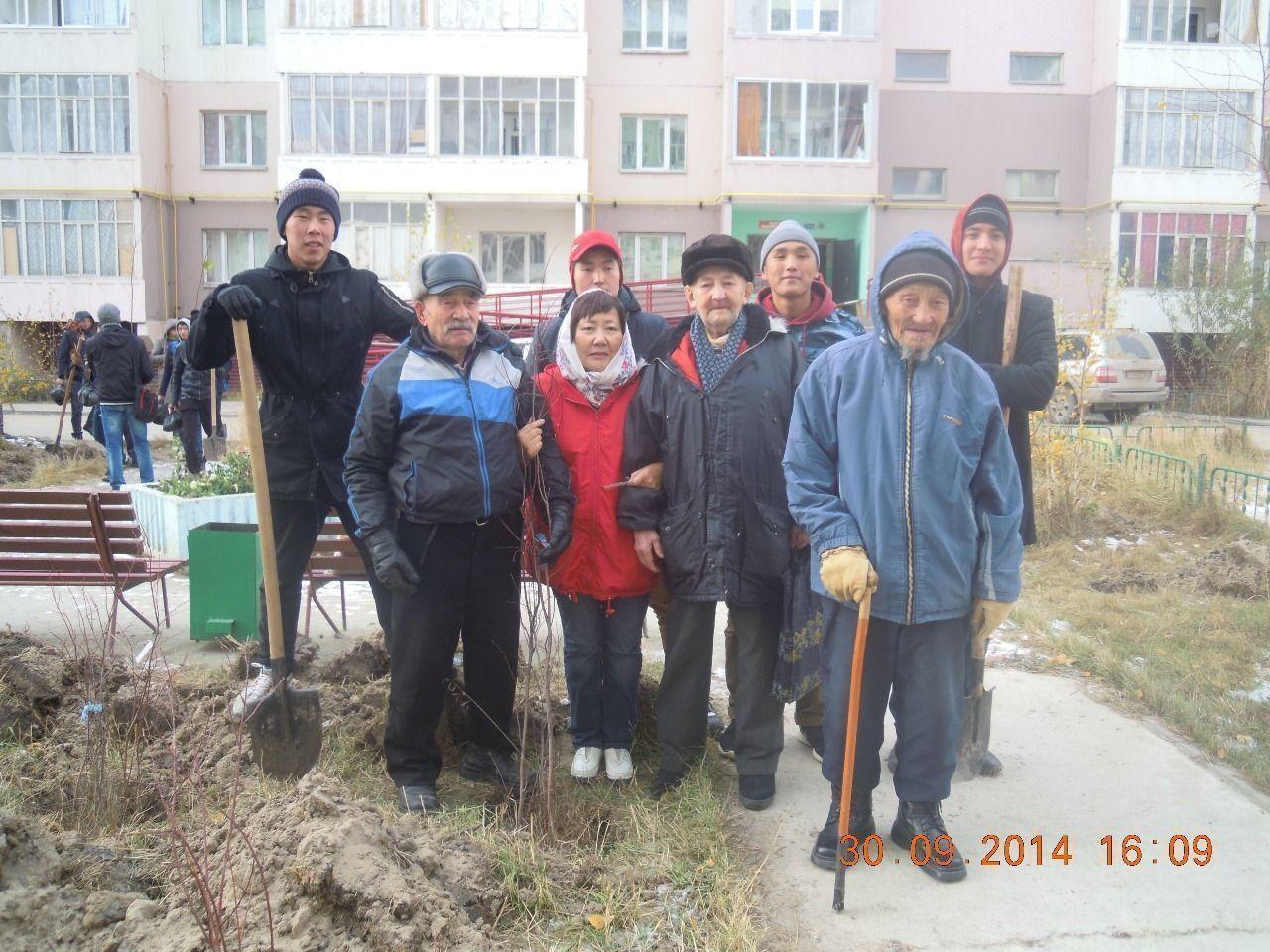 В Октябрьском округе посадили 120 саженцев