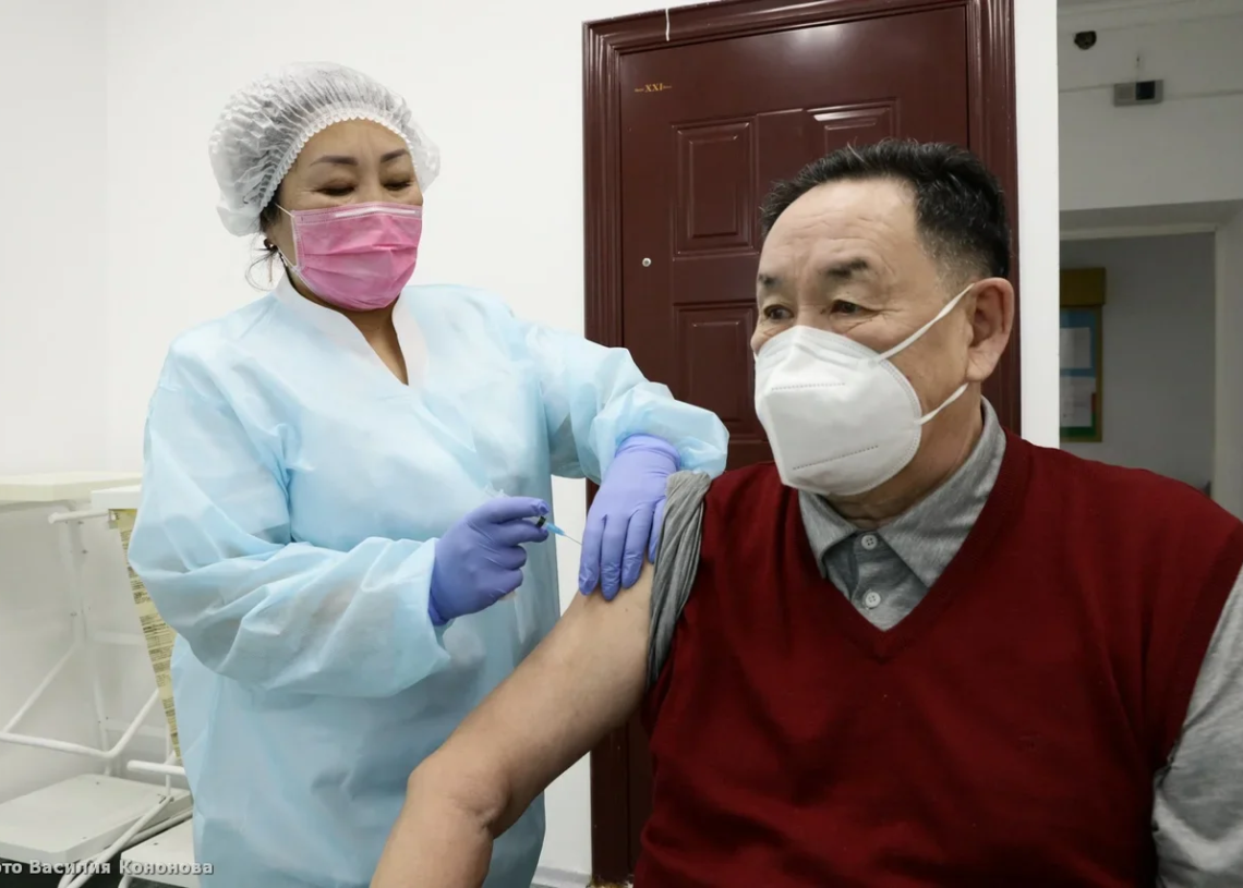 В Якутске прививку от ковида получили 4 тысячи горожан