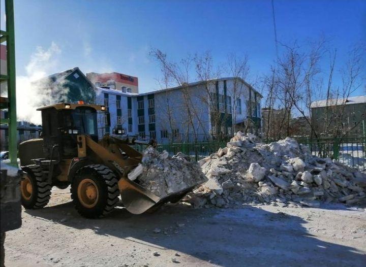 Коммунальные службы Якутска: на уборке снега занято 90 единиц техники ежедневно