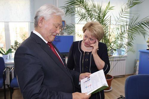 Михаил НИКОЛАЕВ: Вам уже сегодня надо думать о том, каким должен быть Якутск в год своего 400-летия