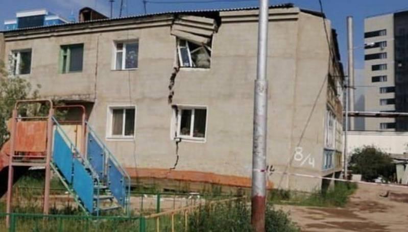 Мэрия Якутска расселит жильцов дома, где треснула стена