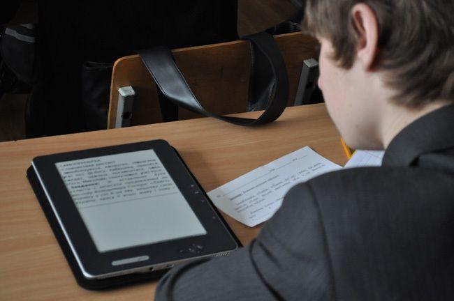 Школы перейдут  на электронные учебники