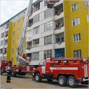Пожарные спасли людей из дымовой ловушки