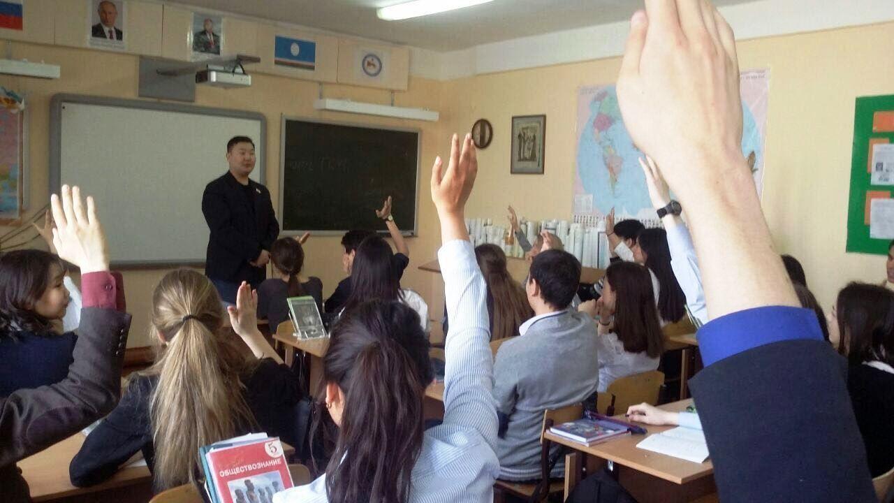 Депутаты Гордумы провели уроки в школах