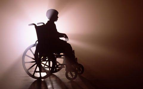 Родителям детей-инвалидов продлят больничный