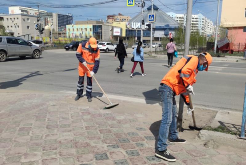 В Якутске проводится плановая уборка пыли и ямочный ремонт улиц