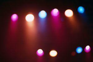 Уличные фонари зажигают по графику
